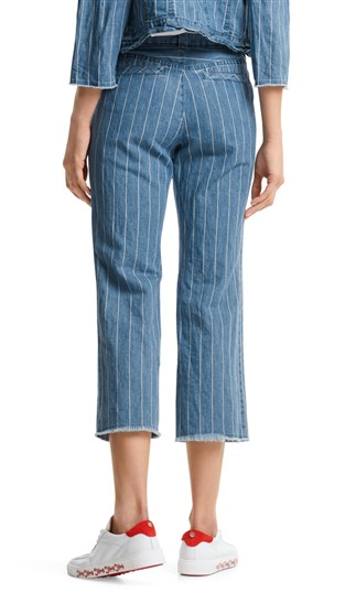 cropped-denim-jeans-with-stripes